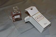 Das Miss Dior Parfum ist der erste Duft von Dior. Auch 68 Jahre später ist es immer noch ein Klassiker und von Frauen weltweit geliebt.