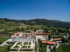 Palácio Igreja Velha & Divinal em Vermoim,  concelho de Vila Nova de Famalicão, Portugal, com seus belos jardins.