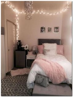53+ Awesome College Bedroom Decor Ideas And Remodel #smallbedroomideas #bedroomideas #bedroom« belviradesign.com