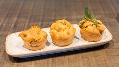Muffin salé: tomates séchés fondantes à souhait, noisettes entières et basilic citron du jardin, une touche de fromage blanc pour le coté aérien....