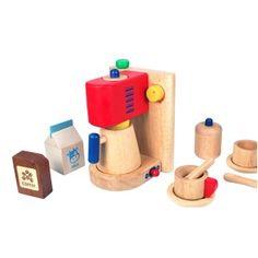 #I'M Toy produceert speelgoed van de beste kwaliteit rubberhout uit Thailand en Maleisie. De combinatie van hout met stoffen, de originele designs, de kindvriendelijke materialen en de educatieve waarde, staan garant voor vele jaren speelplezier. Afmetingen 12 x 12 x 17 cm. #speelgoed