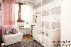 Ceglany Targówek - Średni pokój dziecka dla dziewczynki dla niemowlaka, styl…