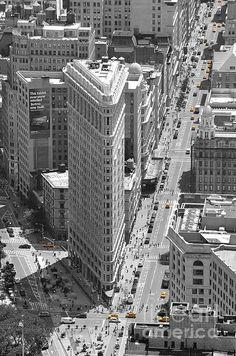 Flatiron Building by Randi Grace Nilsberg Perspective Photography, Perspective Art, Edificio Flatiron, New York Buildings, Building Sketch, Sustainable City, Flatiron Building, Urban Planning, Berg