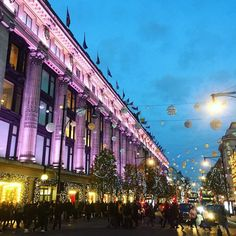 WOW! London is looking spectacular as the sun goes down! Starting to feel festive now....  @theofficialselfridges #london #lovelondon #londontown #londonatnight #londonlife #selfridges #oxfordstreet #christmas #christmaslights #festive #festivespirit #christmasiscoming #woohoo