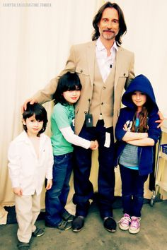 "Robert Carlyle with children Ava, Harvey and Pearce - (Costume fitting for the SGU episode ""Cloverdale"")"