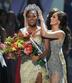 Miss Angola's crowning moment. (Miss Universe 2011)