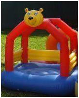 Saltarin oso:  Dimensiones: 1.6x1.6x2 (m)  Edades: 1 a 3 años  Código: 5F1