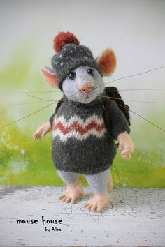 Traveler Mouse with Backpack Tourist Mouse Discoverer Grey Rat
