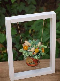 Could do this with stained glass suncatcher. Hang from frame? Wood Projects, Projects To Try, Deco Originale, Deco Floral, Planting Succulents, Plant Hanger, Flower Arrangements, Diy Home Decor, Diy And Crafts