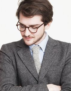 This straight forward, quick–to–make tie is for knitters that mean business. If time is money, then this tie is for the rich stitcher. Men love to wear it, women love to steal it!