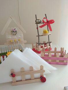 servilleteros con palitos de madera para regalar Popsicle Stick Crafts For Kids, Craft Stick Crafts, Diy Crafts, Quilling Photo Frames, Baby Shower Center, Farm Animal Party, Cowboy Birthday Party, Diy Porch, Ideas Para Fiestas