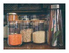 Mites alimentaires : huiles essentielles et solutions naturelles Mason Jars, Plastic Wrap, Clove Tea, Wrestling, Mason Jar, Glass Jars, Jars
