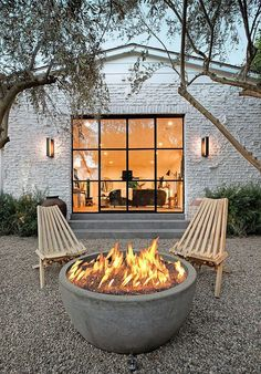 The 5 Main Types of Fire Pits You Need to Know Before Purchasing - Cozy Home 101 Style At Home, Outdoor Spaces, Outdoor Living, Outdoor Decor, Outdoor Seating, Outdoor Furniture, Outdoor Patios, Outdoor Kitchens, Outdoor Chairs