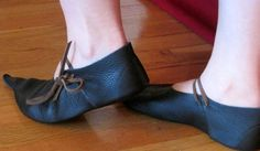 Poulaine Handmade Leather Medieval Shoe 14th by BarefootCordwainer, $80.00