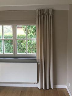 Kamerhoge gordijnen accentueren het hoge plafond en maken de ruimte ...