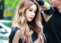 Jiyeon is so pretty ♥ Love her hair & makeup :3
