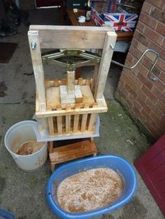 DIY Cider Press Setup - cheap, simple to make from our plans, easy to use and very effective @ www.jamesandtracy.co.uk