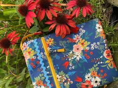 I included lots of step by step color photos so you can make this Ipad case easily! Make one for all of your family and friends! Baby Patterns, Cool Patterns, Quilt Patterns, Small Sewing Projects, Pouch Pattern, Rick Rack, Zipper Pouch, Baby Quilts, Ipad Case