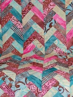 The Jelly Roll Braid Quilt is an amazing addition to add to your living room couch or bedroom. This free jelly roll quilt pattern uses a colorful jelly roll of batiks to make a traditional French braid quilt. Quilting Blogs, Quilting Tutorials, Quilting Projects, Quilting Designs, Quilting Ideas, Sewing Projects, Sewing Tutorials, Sewing Ideas, Crochet Projects