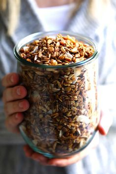 LOVE this healthy homemade granola recipe It s easy to make naturally sweetened with minimal maple syrup it s naturally gluten-free and SO delicious Perfect for a healthy breakfast or snack Gimme Some Oven healthy recipe cleaneating glutenfree vegan Brunch Recipes, Gourmet Recipes, Breakfast Recipes, Cooking Recipes, Dinner Recipes, Dessert Recipes, Kosher Recipes, Desserts, Drink Recipes