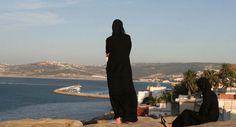 Femmes en tenue traditionnelle, Tanger, Maroc