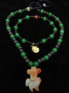 Jade, roca volcánica, Onix, ámbar y oro precolombino.