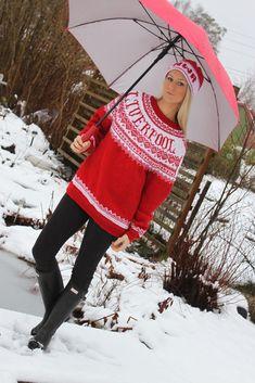 Babsy design YNKA ( you`ll never knit alone ) Sweater Knitting Patterns, Knit Sweaters, You'll Never Walk Alone, Liverpool Fc, Mittens, Christmas Sweaters, Knit Crochet, Winter Hats, Ball Workouts
