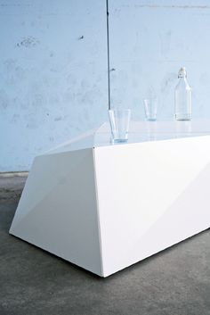 Faceted Table - MAKEUSE | STUDIO