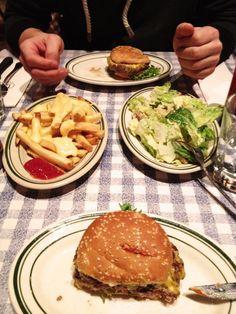 So gut, da hab ich doch fast vergessen ein Foto zu machen! Burger und Sides @ Bill's Bar and Burger!