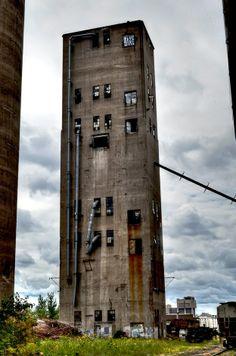 derelict mill building just east of TCF stadium, Minneapolis near the U of M