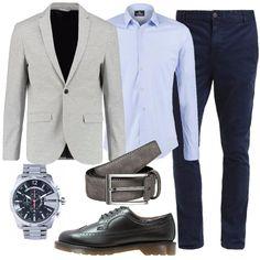 Per stare in ufficio, ho scelto questo look composto da un blazer grigio, una camicia ed un jeans. Infine, ho scelto, delle bellissime Dr. Martens per stare comodi tutto il giorno.