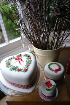 Heart shaped & miniture Christmas cakes with holly & ivy decorations.