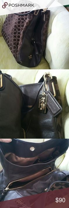 Coach divided purse Very lovely..3 sections.. like new Coach Bags Shoulder Bags