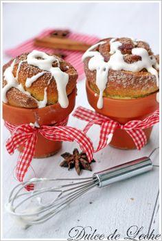 Pernikove briosky s kremovou polevou Xmas, Christmas, Panna Cotta, Cookies, Ethnic Recipes, Food, Dulce De Leche, Sweets, Crack Crackers