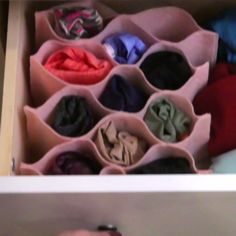 Keep Socks And Undies Neat With This Drawer Organizer DIY Schubladen Organizer Diy Drawer Organizer, Drawer Organisers, Diy Drawer Dividers, Diy Makeup Organizer, Dresser Drawer Organization, Cardboard Organizer, Diy Cardboard, Fun Crafts, Diy And Crafts