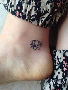 43 Attractive Lotus Flower Tattoo Designs after learning about Lotus tattoos and what they mean . I've wanted one for so bad Small Girly Tattoos, Tiny Tattoos For Girls, Cute Tiny Tattoos, Pretty Tattoos, Mini Tattoos, Foot Tattoos, Beautiful Tattoos, Tattoos For Women, Tatoos