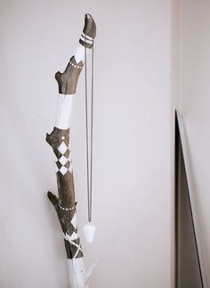 Painted sticks holidays t Paint sticks Craft and Driftwood Painted Driftwood, Driftwood Art, Painted Wood, Driftwood Jewelry, Painted Pebbles, Painted Branches, Tree Branches, Stick Art, Creation Deco