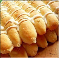 """Limara péksége: Slanac """"összetapadt ujjacskák"""" Bread Dough Recipe, Diy Food, Hot Dog Buns, Bread Recipes, Bakery, Lime, Treats, Cooking, Pizza"""