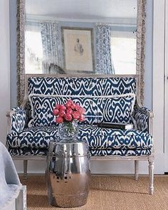oh this is the best. oversized mirror + great pattern + striking side table? perf.
