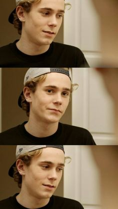 Tarjei is literally such a beautiful bitch like look at the structure of his face and his eyes and his lil curls wtf Series Movies, Movies And Tv Shows, Isak Valtersen, Isak & Even, Christopher Robin, Cute Gay Couples, Nerd, Best Series, Camila