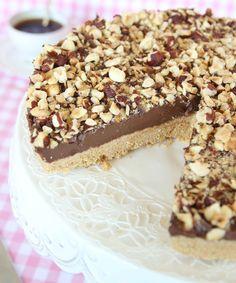 Den krämiga Nutellan i kombination med den lite salta, frasiga digestivebottnen är gudomligt god. Servera gärna med vispgrädde eller glass.