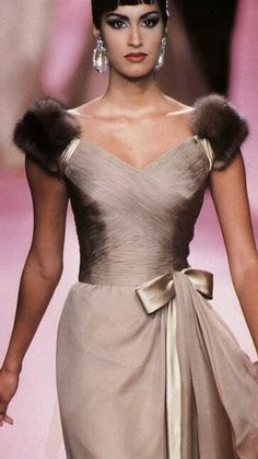 The Modern Princess ♕ :: Valentino Haute Couture Fall 1991 Couture Fashion, Runway Fashion, High Fashion, Beautiful Gowns, Beautiful Outfits, Estilo Glamour, Look Formal, Looks Style, Mannequins