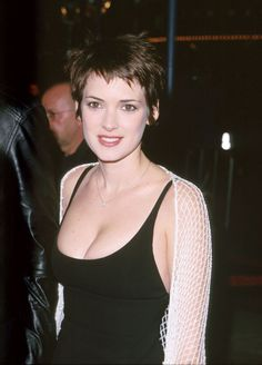 Winona Ryder Can These Stars Have a Major Comeback, Please . Beautiful Celebrities, Most Beautiful Women, Beautiful Actresses, Winona Forever, Frauen In High Heels, Actrices Hollywood, Up Girl, Poses, American Actress