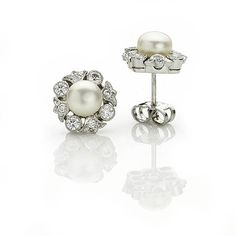 Pearl and diamond cluster earrings.The button pearl to the centre with a diamond set fleur de lys design. Mounted in white gold. Bridal Jewellery Inspiration, Bridal Jewelry, Pearl Stud Earrings, Cluster Earrings, Antique Jewelry, Vintage Jewelry, White Gold Jewelry, Vintage Pearls, Centre