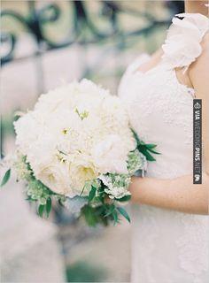 white wedding bouquet | VIA #WEDDINGPINS.NET