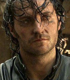 Sólo veo Robin Hood de la BBC por oir a Richard Armitage, jajaja. ¡Viva Guy of Gisborne!