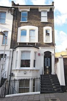London flat on Lloyd Baker street someday mike and I will live in London for a Summer