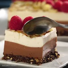 Almond-Free Chocolate Cheesecake with Almonds - - Chocolate Cake Recipe Easy, Chocolate Cheesecake, Chocolate Desserts, Easy Cake Recipes, Sweet Recipes, Dessert Recipes, Tortas Light, Delicious Desserts, Yummy Food