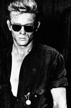 James Dean, from the set go 'Giant', Men's Underwear, Vintage Hollywood, Classic Hollywood, Hollywood Actresses, Actors & Actresses, James Dean Photos, Jimmy Dean, Actor James, Ali Larter