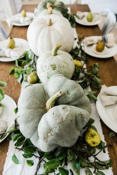 42 Wonderful White And Orange Pumpkin Centerpieces For Fall And Halloween Table Ideas Fall Table Centerpieces, Decoration Table, Thanksgiving Table, Thanksgiving Decorations, Fall Entryway, Farmhouse Table, Farmhouse Decor, Farmhouse Plans, Rustic Table